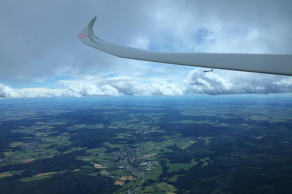 Im Teamflug waren die SFG-Piloten am Wochenende über Nordschwaben unterwegs. Foto: Andreas Gesell